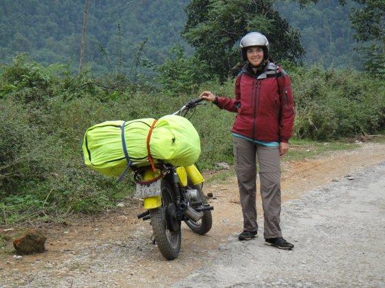 Méla apprend à dompter la moto