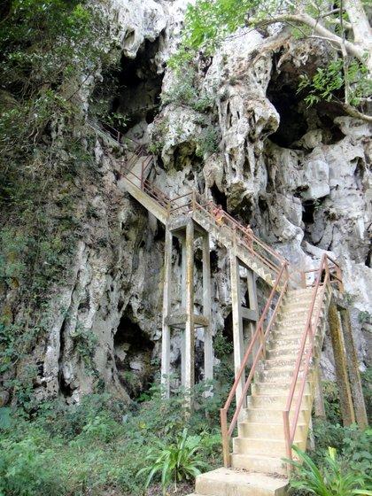 Photo extérieure d'une des grottes à visiter